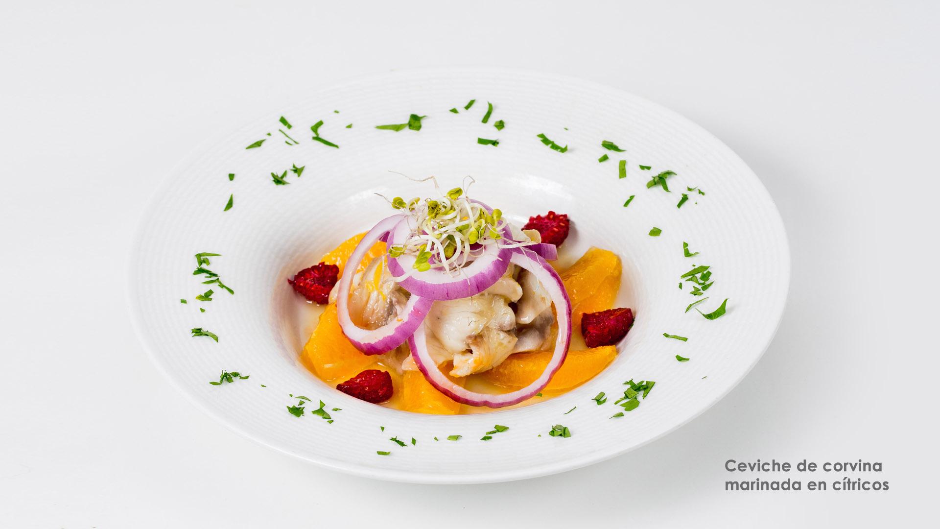 Ceviche de corvina marinada en cítricos