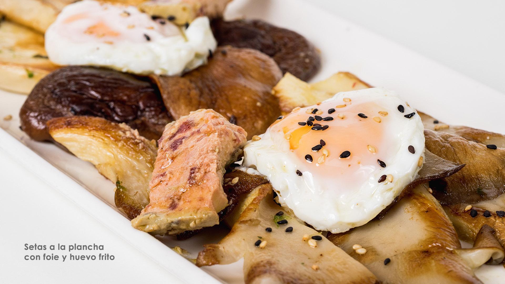 Setas a la plancha con foie y huevo frito