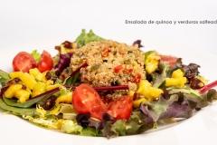 Ensalada de quinoa y verduras salteadas