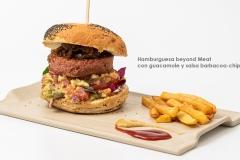 Hamburguesa beyond Meat con guacamole y salsa barbacoa - chipotle