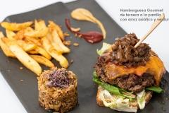 Hamburguesa Gourmet de ternera a la parrila con arroz asiatico y verduras
