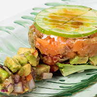 Tartar de salmón y aguacate con manzana