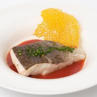 Bacalao confitado con salsa de pimiento asado