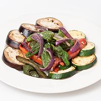 Selección de verduras al carbón